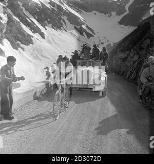 Cyclist Fausto Coppi passes through the Stelvio Pass during the Bolzano-Bormio stage of the 36th Giro d'Italia, June 1953. --- Il ciclista Fausto Coppi passa dal Passo dello Stelvio durante la tappa Bolzano-Bormio del 36° Giro d'Italia, giugno 1953.