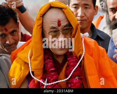 Tibetan spiritual leader Dalai Lama leaves after a prayer meeting for those who lost their lives during China's crackdown on protests in Tibet, at the memorial of Mahatma Gandhi in Rajghat, New Delhi, March 29, 2008. REUTERS/Adnan Abidi (INDIA) - Stock Photo
