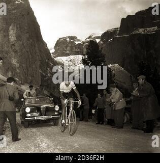 Fausto Coppi engaged on the Stelvio climb during the 19th stage (Bolzano-Bormio) of the 36th Giro d 'Italia of cycling, 1 June 1953. --- Fausto Coppi impegnato sulla salita dello Stelvio durante la 19° tappa (Bolzano-Bormio) del 36° Giro d' Italia di ciclismo, 1 giugno 1953.