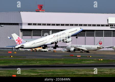 China Airlines, Taiwan, Airbus, A330-300, B-18353, Take Off, Tokyo Haneda Airport, Tokyo, Japan
