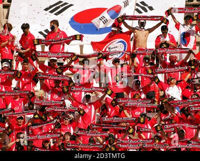 South Korean supporters cheer their team during a friendly soccer match against Finland March 20, 2002 in Cartagena in Eastern Spain. The teams of Korea and Finland are training on the Eastern Spanish coast for the upcoming World Cup. REUTERS/Desmond Boylan  DB