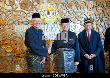 Malaysian Prime Minister Abdullah Ahmad Badawi (2nd R)  poses with his deputy Najib Razak (L) at the parliament house in Kuala Lumpur on May 17, 2004. Abdullah on Monday led newly-elected members of the parliament to take their oath before the House Speaker. REUTERS/Bazuki Muhammad  (MALAYSIA)     BEST QUALITY AVAILABLE Stock Photo