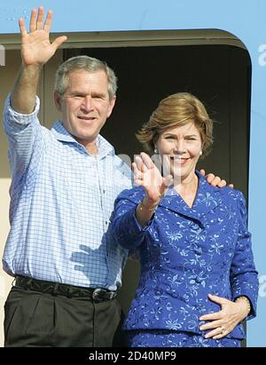 U.S. President George W. Bush and his wife Laura Bush wave before their departure from Rafael Nunez international airport in Cartagena, Colombia, November 22, 2004. The Presidents discussed ways of working together to protect democracy, human rights, the rule of law, fight terrorism, drug trafficking and promote development through economic growth and opportunity. REUTERS/Daniel Munoz  DM