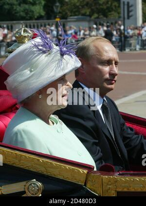 A carriage carrying Britain's Queen Elizabeth II and Russian President Vladimir Putin is escorted by royal guards to Buckingham Palace in central London June 24, 2003. Putin is on the first state visit to Britain by a Russian leader since 1844, when Nicholas I visited the British Isles at the invitation of Queen Victoria. REUTERS/Grigory Dukor  GD/WS