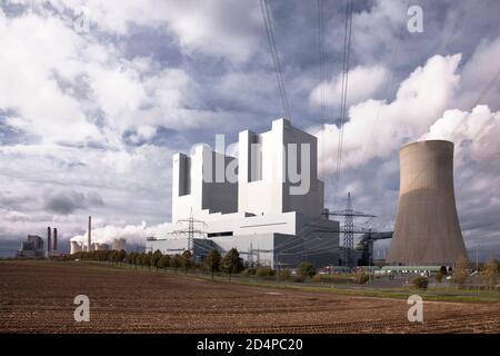 the lignite-fired power station Neurath in Grevenbroich, operated by RWE Power AG, North Rhine-Westphalia, Germany.  das Braunkohlekraftwerk Neurath b