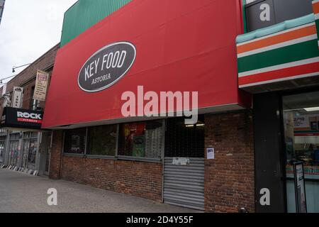 New York, United States. 11th Oct, 2020. Key Food Supermarket on 31 Street in Astoria neighbourhood is seen closed for business.The owners of Astoria Key Food, Man Dell Store, has layoff all 151 of its employees and shut its doors following rent impasse. According to NY1, a new Target store is set to open in this location. Credit: SOPA Images Limited/Alamy Live News - Stock Photo