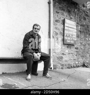 Sandro Mazzola during a walk out in the training camp of Italy's team in Durham, 1966 FIFA World Cup - England. --- Durham (Inghilterra), Luglio 1966. Campionato mondiale di calcio Inghilterra 1966. Ritiro della Nazionale italiana. Nella foto: Sandro Mazzola durante una libera uscita. - Stock Photo