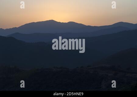 España, Hiszpania, Spain, Spanien; Andalusia - sunset behind gentle hills. Andalucía - puesta de sol detrás de suaves colinas. 安大路西亞-在柔和的小山後的日落。 - Stock Photo