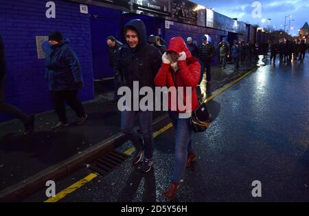 Fans arriving at Goodison Park in bad weather - Stock Photo