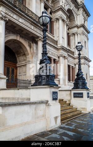 J P Morgan 60 Victoria Embankment London Stock Photo Alamy