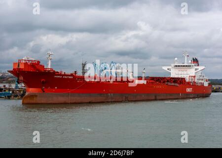 a very large norwegian supertanker alongside at the fawley oil refinery in southampton water , uk. knot tankers. - Stock Photo