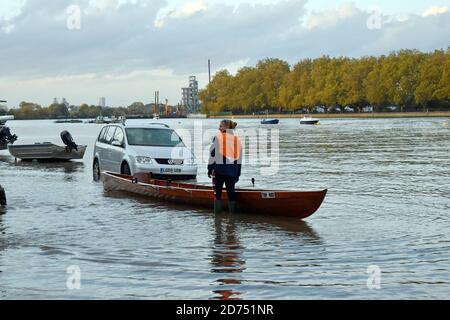 London, UK. 20th Oct, 2020. Unusually high spring tide on the Thames floods Putney Embankment road in front of rowing clubs. Credit: JOHNNY ARMSTEAD/Alamy Live News