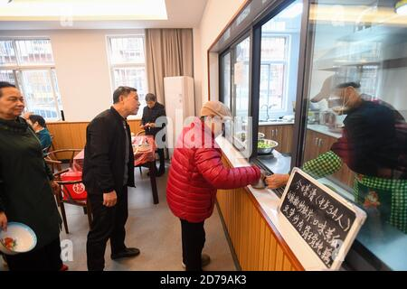 Changsha, China's Hunan Province. 21st Oct, 2020. Senior people line up to pick up food at Chilinglu community cultural activity center in Changsha, central China's Hunan Province, Oct. 21, 2020. A community kitchen has been established here since 2015 to provide affordable or gratis food for some senior people in need at the community. Credit: Chen Zeguo/Xinhua/Alamy Live News - Stock Photo