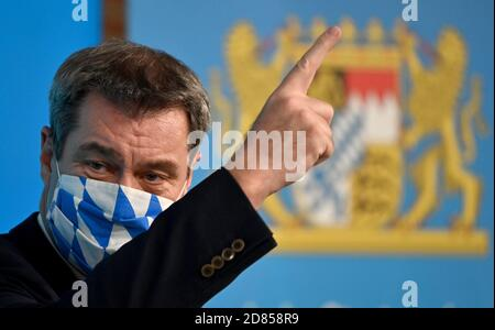 Munich, Germany. 27th Oct, 2020. Markus Söder (CSU), Minister President of Bavaria, will attend a press conference after the cabinet meeting, wearing a mask. Credit: Peter Kneffel/dpa POOL/dpa/Alamy Live News