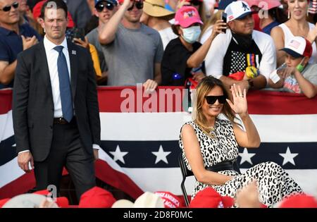 October 29, 2020 - Tampa, Florida, United States - First Lady Melania Trump listens while President Trump speaks at a campaign rally outside Raymond James Stadium on October 29, 2020 in Tampa, Florida. With 5 days until the November 3 election, Trump continues to campaign in swing states against Democratic presidential nominee Joe Biden. (Paul Hennessy/Alamy) Credit: Paul Hennessy/Alamy Live News - Stock Photo