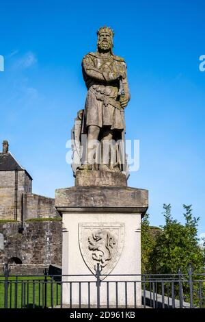 Robert the Bruce statue outside Stirling Castle on Castle Esplanade, Stirling, Scotland, UK - Stock Photo
