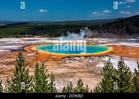 Grand Prismatic Hot Spring, Midway Geyser Basin, Yellowstone National Park, Wyoming, USA.
