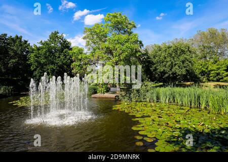 Muelheim an der Ruhr, Ruhr area, North Rhine-Westphalia, Germany, lake with fountain in the MüGa park, Muelheims Garten an der Ruhr.