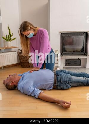 First aid measures under corona conditions, resuscitation, resuscitation, cardiac pressure massage with mouth-and-nose mask, for first aiders, symboli