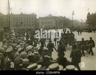 Shortly after the outbreak of World War I artillery soldiers ride through Berlin with horse-drawn guns. These are captured guns. The soldiers are on Museum Island. In the background is the Alte Kommandantur (centre) and the Kronprinzenpalais (Crown Prince's Palace)  (behind it on the right). On the left in a raised position is a photographer with a camera. - Stock Photo