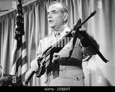Marine Corps Commandant Gen Wallace M Greene, Jr, defends the controversial M-16 rifle during a press conference at the Pentagon saying that the weapon has proved to be a 'reliable, hard-hitting, lightweight weapon' for US troops that requires more care by soldiers than earlier firearms, Washington, DC, 5/27/1967. (Photo by United States Information Agency/RBM Vintage Images) - Stock Photo