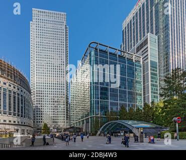 I Canada Square, Reuter's Plaza and the entrance to Canary Wharf Station, Docklands, London, England, United Kingdom, Europe - Stock Photo