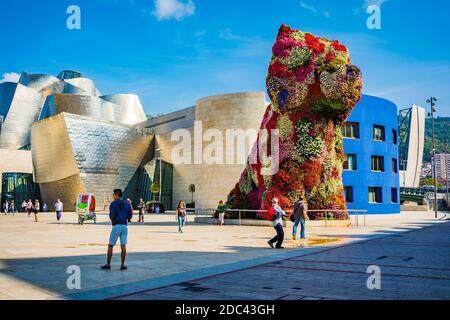 Puppy by Jeff Koons in front of the Guggenheim Museum. Bilbao, Biscay, Basque Country, Spain, Europe