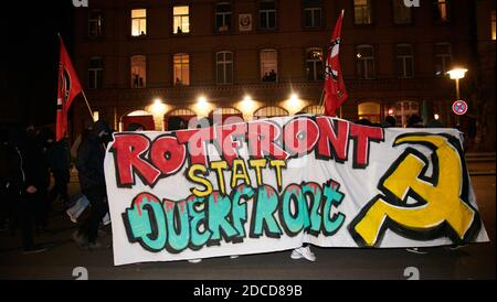 Berlin, Germany. 20th Nov, 2020. Demonstrators hold a banner saying 'Red front instead of the transverse front!' 'Participants of a demonstration with the slogan 'Anti-fascist neighbourhood demonstration' march through Prenzlauer Berg Credit: Annette Riedl/dpa/Alamy Live News - Stock Photo