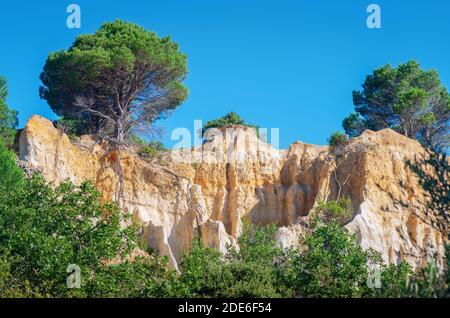 Les Orgues d'Ille-sur-Têt ,Ille-sur-Têt, Pyrénées-Orientales. Elles résultent de l'érosion de roches sédimentaires vieilles de quatre millions d'année - Stock Photo