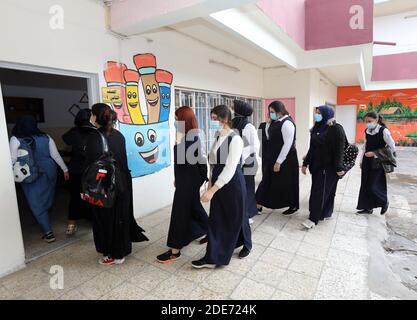Baghdad. 29th Nov, 2020. Students wearing face masks enter a classroom at a school in Baghdad, Iraq, on Nov. 29, 2020. The Iraqi Health Ministry reported on Sunday 1,614 new COVID-19 cases, bringing the nationwide infections to 550,435. New school year has started across Iraq on Nov. 29. Credit: Xinhua/Alamy Live News