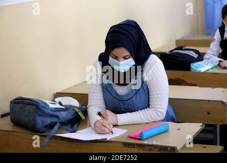 Baghdad. 29th Nov, 2020. A student wearing a face mask takes note at a school in Baghdad, Iraq, on Nov. 29, 2020. The Iraqi Health Ministry reported on Sunday 1,614 new COVID-19 cases, bringing the nationwide infections to 550,435. New school year has started across Iraq on Nov. 29. Credit: Xinhua/Alamy Live News