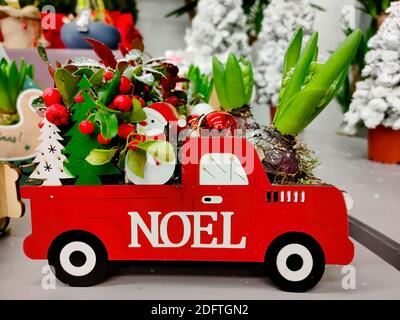 Noel red car with floral Christmas composition