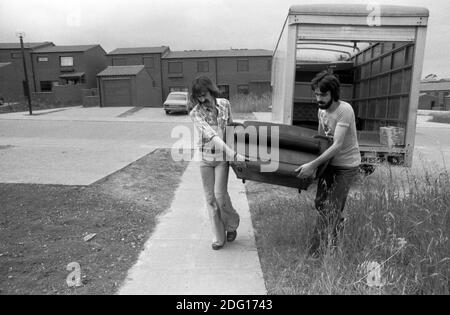 Moving house, removal men carrying furniture into a new family home. 1977. 1970s UK HOMER SYKES - Stock Photo