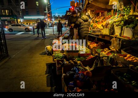 Customers at a fruit stand in the Chelsea neighborhood of New York on Tuesday, November 24, 2020. (© Richard B. Levine) - Stock Photo