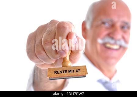 65, 70, Jahre, Mann hält Stempel in der Hand, Aufschrift: Rente mit 67,