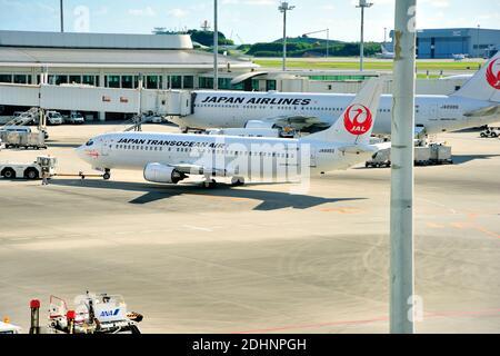 Japan Transocean Air, JTA, Boeing, B-737/400, JA8993, Pushback,  Naha Airport, Naha, Okinawa, Ryukyu Islands, Japan
