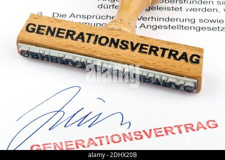 Ein Stempel aus Holz liegt auf einem Dokument. Aufschrift  Generationsvertrag