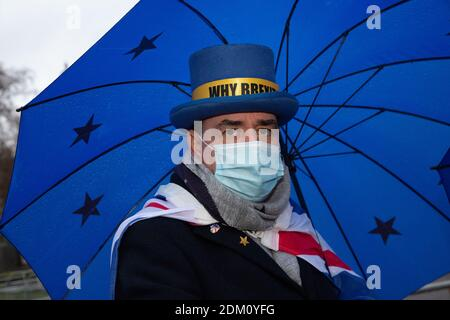 14. December 2020, England, London: Anti-Brexit Protester Steve Bray outside the Houses of Parliament. --- In this photo: Steven Bray Stock Photo