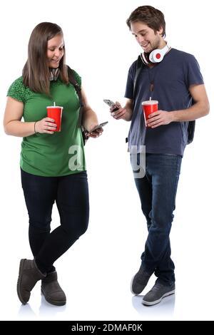 Studenten mit Handy Smartphone Ganzkörper Portrait Cola Getränk junge jung Freisteller freigestellt auf weissem Hintergrund