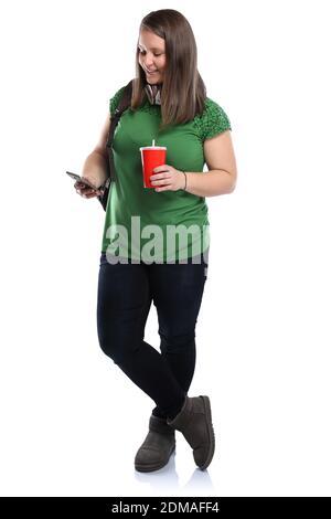 Studentin mit Handy Smartphone Ganzkörper Portrait Cola Getränk junge Frau jung Freisteller freigestellt auf weissem Hintergrund
