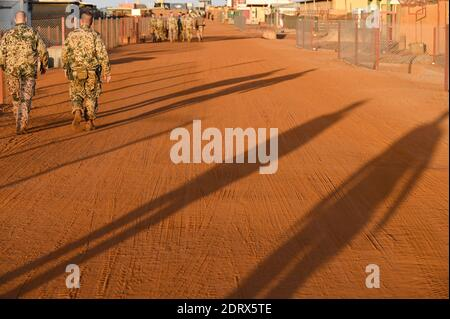 MALI, Gao, Minusma UN peace keeping mission, Camp Castor, german army Bundeswehr / MALI, Gao, UN Mission Minusma, Multidimensionale Integrierte Stabilisierungsmission der Vereinten Nationen in Mali, CAMP CASTOR der Bundeswehr, deutsche Soldaten im Wüstensand - Stock Photo