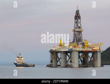 The WilPhoenix is a 3rd-Generation, Enhanced Pacesetter, Harsh-Environment, Mid-Water, Semi-Submersible Drilling Rig being towed from Cromarty Firth - Stock Photo