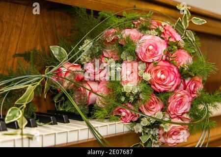 Hochzeitsstrauß Bluten rote Rosen