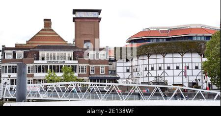London, UK. 07th Sep, 2019. View of the Shakespeare Globe Theatre. The theatre is covered with straw. Since the Wieddereröffnun 1997, the dramas are to be experienced here again under the open sky. Credit: Waltraud Grubitzsch/dpa-Zentralbild/ZB/dpa/Alamy Live News