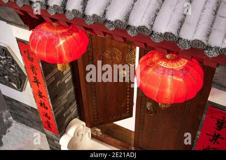 Chinese courtyard door hang red lanterns - Stock Photo