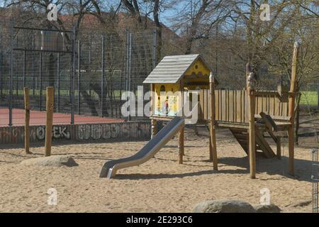 Berlin in Zeiten der Corona-Krise, 25.03.2020. Hier: Leerer Kinderspielplatz im Volkspark Wilmersdorf, Berlin, Deutschland