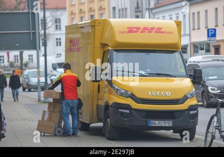 DHL Transporter Pakete Auslieferung, Oranienburg, Landkreis Oberhavel, Brandenburg, Deutschland