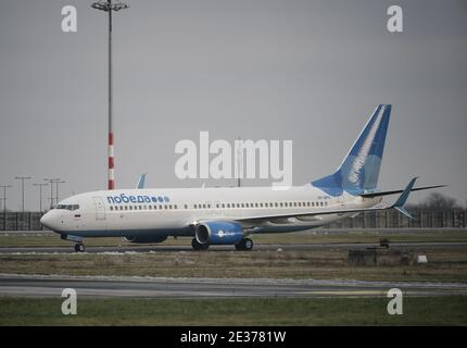 17 January 2021, Brandenburg, Schönefeld: The plane of the airline 'Pobeda' in which Kremlin opponent Navalny and his wife want to fly back to Moscow arrives at the airport. Navalny stayed in Germany for almost five months for treatment following his poisoning. The 44-year-old is considered the most prominent opponent of Russian President Putin. Navalny wants to continue his political fight against Putin. Photo: Michael Kappeler/dpa