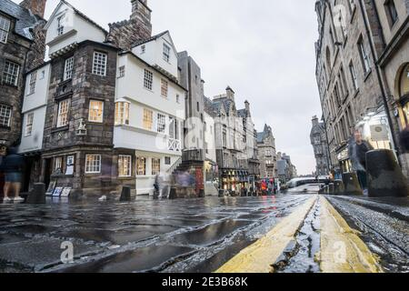 Ground level view looking down the Royal Mile Edinburgh, Scotland, showing John Knox House, on a rainy day - Stock Photo