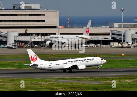 Japan Transocean Air, JTA, Boeing, B-737/400, JA8996, Take Off, Tokyo Haneda Airport, Tokyo, Japan